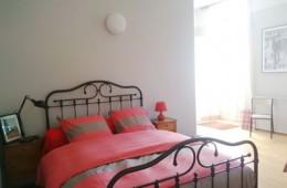 vue du grand lit de la chambre la Marelle