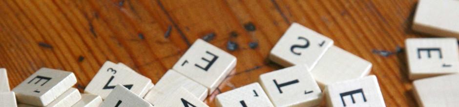 photo des carrés du jeu de scrabble