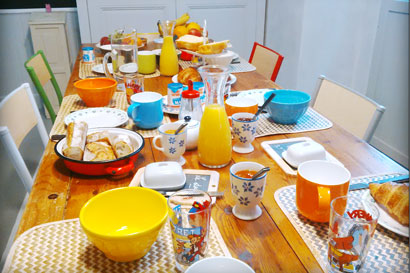 photo de la table du petit déjeuner